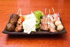 Japanische Küche grillte, Japaner aufgespießtes Fleisch, Yakitori Stockfotos