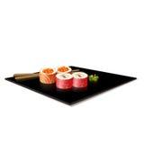 Japanische Küche: Sushi auf einer Platte mit Reflexion Stockbilder