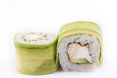 Japanische Küche, Sushi eingestellt: rollen Sie mit Aal, Frischkäse, japanisches Omelett, Avocado auf einem weißen Hintergrund Stockfotos