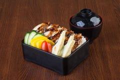 Japanische Küche unagi oder Aal auf dem Hintergrund Lizenzfreies Stockfoto