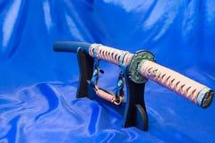 Japanische katana Klinge Die Waffe eines Samurais Eine beeindruckende Waffe in den Händen eines Meisters von Kampfkünsten Lizenzfreie Stockfotos