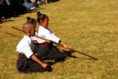 Japanische Kinder, die kendo, Tokyo, Japan durchführen Stockfotos