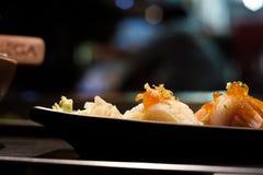 Japanische Lachse, Engawa, Thunfischsushi lizenzfreie stockfotos