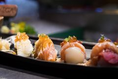 Japanische Lachse, Engawa, Thunfischsushi lizenzfreies stockfoto
