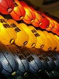 Japanische Laternen, die heraus Seitenrestaurant hängen Stockfoto