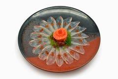Japanische Nahrungsmittelroher Wolfsbarschsashimi in der japanischen Art der Platte auf weißem Hintergrund stockfotografie