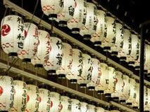Japanische Papierlaternen nachts Lizenzfreie Stockfotografie