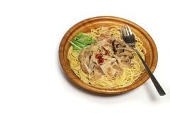 Japanische Pilzspaghettis im Weiß Stockfotos