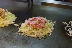 Japanische Pizza auf Ofen Stockbilder