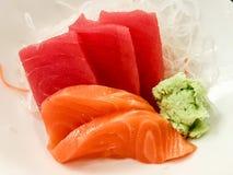 Japanische rohe Fische auf weißer Platte Alias Sashimi Lizenzfreie Stockfotografie