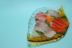 Japanische Sashimizusammenstellung im Blau Lizenzfreies Stockbild