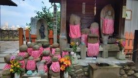 Japanische Statuen von Buddha in Osaka Stockbilder