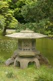 Japanische Steinlaterne Lizenzfreie Stockfotos