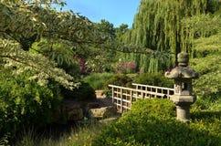 Japanische Steinlaterne im Park des London-Regenten Lizenzfreie Stockbilder