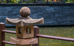 Japanische Steinlaternen, Garten-Beleuchtung im Freien lizenzfreies stockfoto
