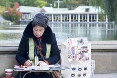 Japanische Straßenkünstlermalerei im Central Park New York City stockbild