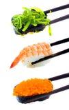 Japanische Sushi mit Essstäbchen Stockfoto