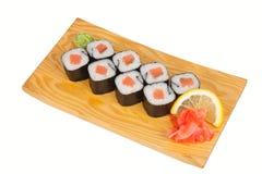Japanische Sushirollen mit Lachsen Stockbild