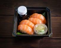 Japanische Tellersashimilachse mit Sojasoße Lizenzfreies Stockfoto