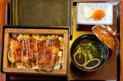 Japanischer Aal, Reis und Misosuppe in bento Satz Stockfoto