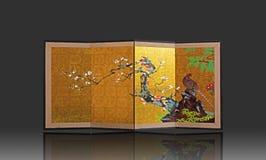 Japanischer faltender Schirm mit der japanische Art-Malerei lokalisiert auf Gray Background lizenzfreie stockfotos