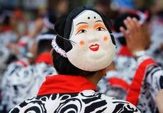 Japanischer Festival-Tänzer mit einer Schablone stockbilder
