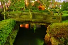 Japanischer Garten bis zum Nacht Stockfotografie