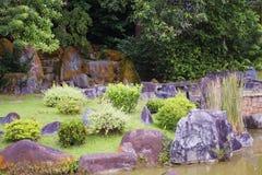 Japanischer Garten mit Felsen Stockfotos