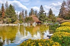 Japanischer Garten, See und Brücke Lizenzfreie Stockfotografie