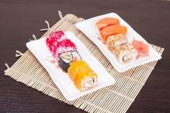Japanischer geschmackvoller Sushisatz, horizontal Lizenzfreies Stockfoto