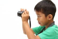 Japanischer Junge, der ein Foto macht Stockfoto