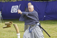 Japanischer Kampfkunstleistungsausschnitt mit einer Klinge Stockfotos
