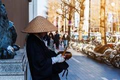 Japanischer Mönch bitten um Spende Lizenzfreie Stockbilder