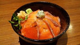 Japanischer Reis mit frischen Lachsen Lizenzfreies Stockfoto