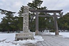 Japanischer shintoistischer Schrein Izumo Taisha mit Schnee Lizenzfreies Stockfoto