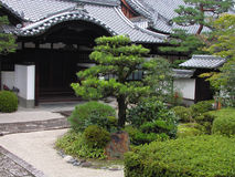 Japanischer Tempelgarten lizenzfreies stockbild