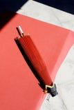 Japanischer traditioneller roter Regenschirm Lizenzfreie Stockbilder