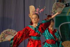 Japanischer Volkstanz am Wettbewerb Leben im Tanz in der Stadt von Kondrovo, Kaluga-Region in Russland im Jahre 2016 Lizenzfreies Stockfoto