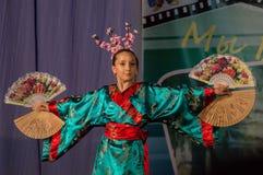 Japanischer Volkstanz am Wettbewerb Leben im Tanz in der Stadt von Kondrovo, Kaluga-Region in Russland im Jahre 2016 Lizenzfreie Stockfotos