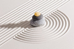 Japanischer Zengarten mit yin und Yang lizenzfreie stockbilder