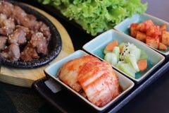 Japanisches Bento Mittagessen Kasten Schnellimbiß mit geräuchertem Aal und Gemüse Stockfoto