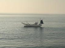 Japanisches Boot im Ozean in Japan Lizenzfreies Stockbild