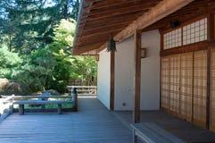Japanisches Gartengebäude lizenzfreies stockfoto