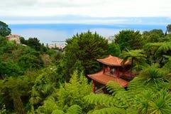 Japanisches Gebäude an tropischem Garten Monte Palaces Stockbild