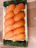 Japanisches LachsLebensmittel der Sushi lizenzfreies stockfoto