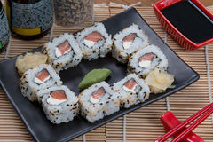 Japanisches Lebensmittel uramaki Stockfotografie