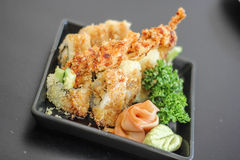 Japanisches leckeres Tellerfleisch der Sushi köstlich die Fischfilet Lebensmittel-Dekoration Wasabigurke Lizenzfreies Stockbild