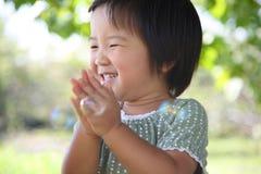 Japanisches Mädchenlächeln Stockbild