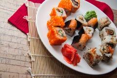 Japanisches maki auf Platte Lizenzfreie Stockfotos