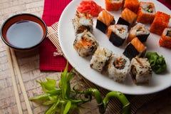Japanisches maki auf Platte Lizenzfreies Stockbild